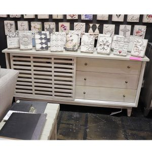 Clearance white console